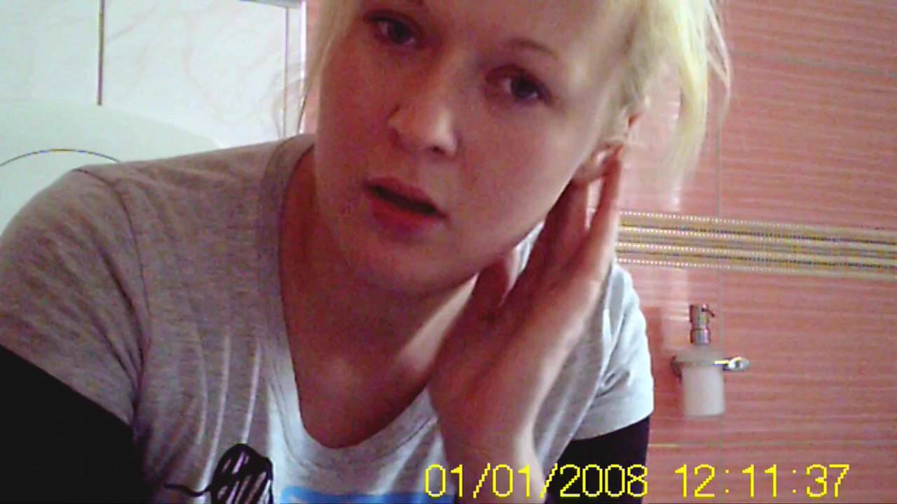 Polish amateur blonde girlfriend caught peeing